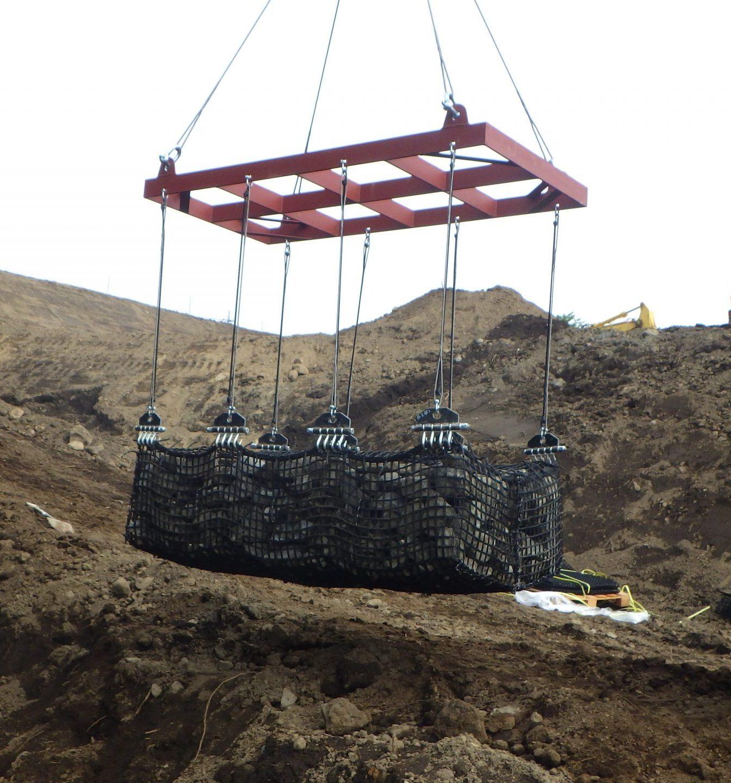 FIT-CUBE:復旧(河川)吊り上げ写真