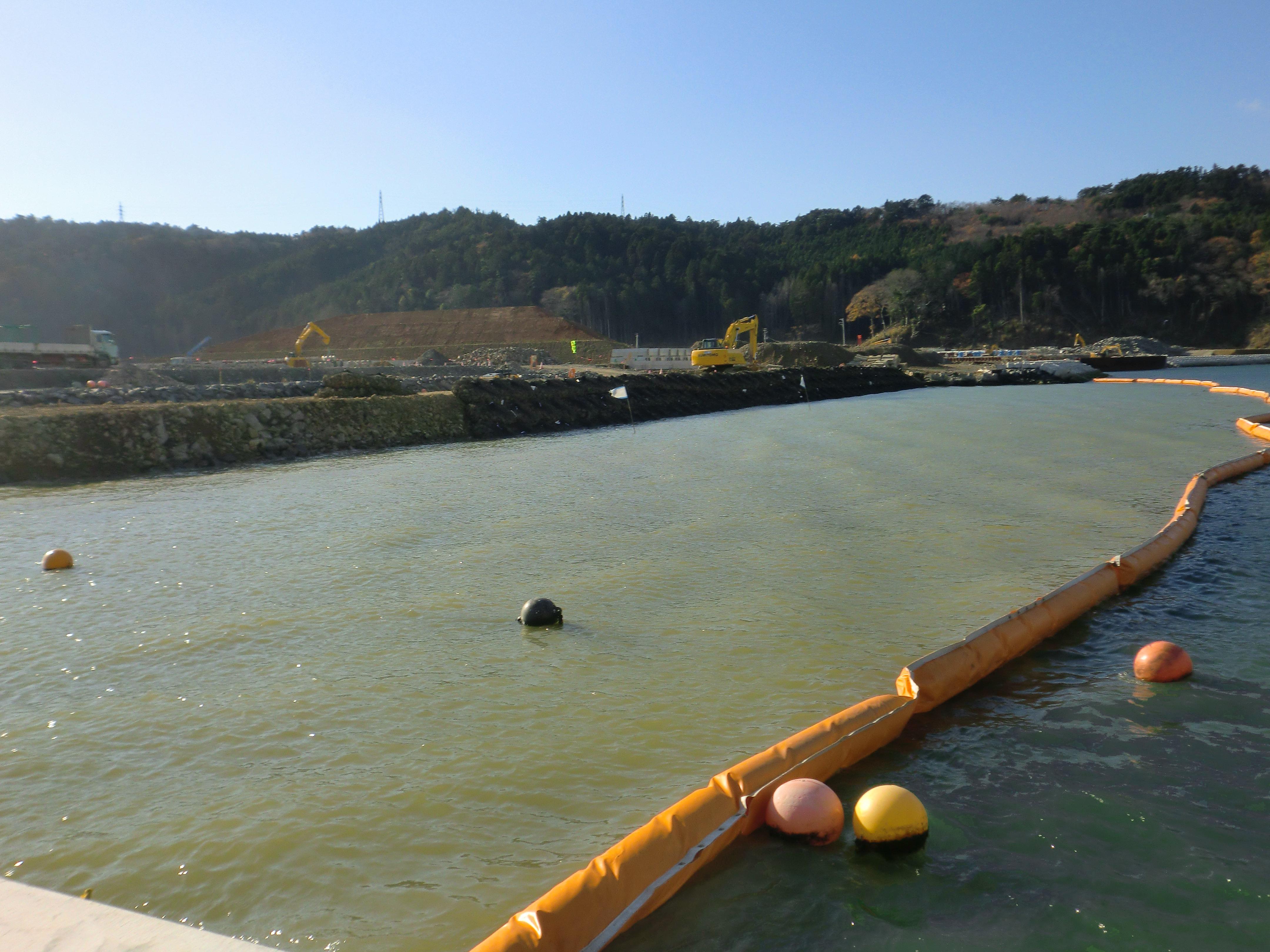 OKシルトフェンス:復旧工事時の汚濁拡散防止(海洋)